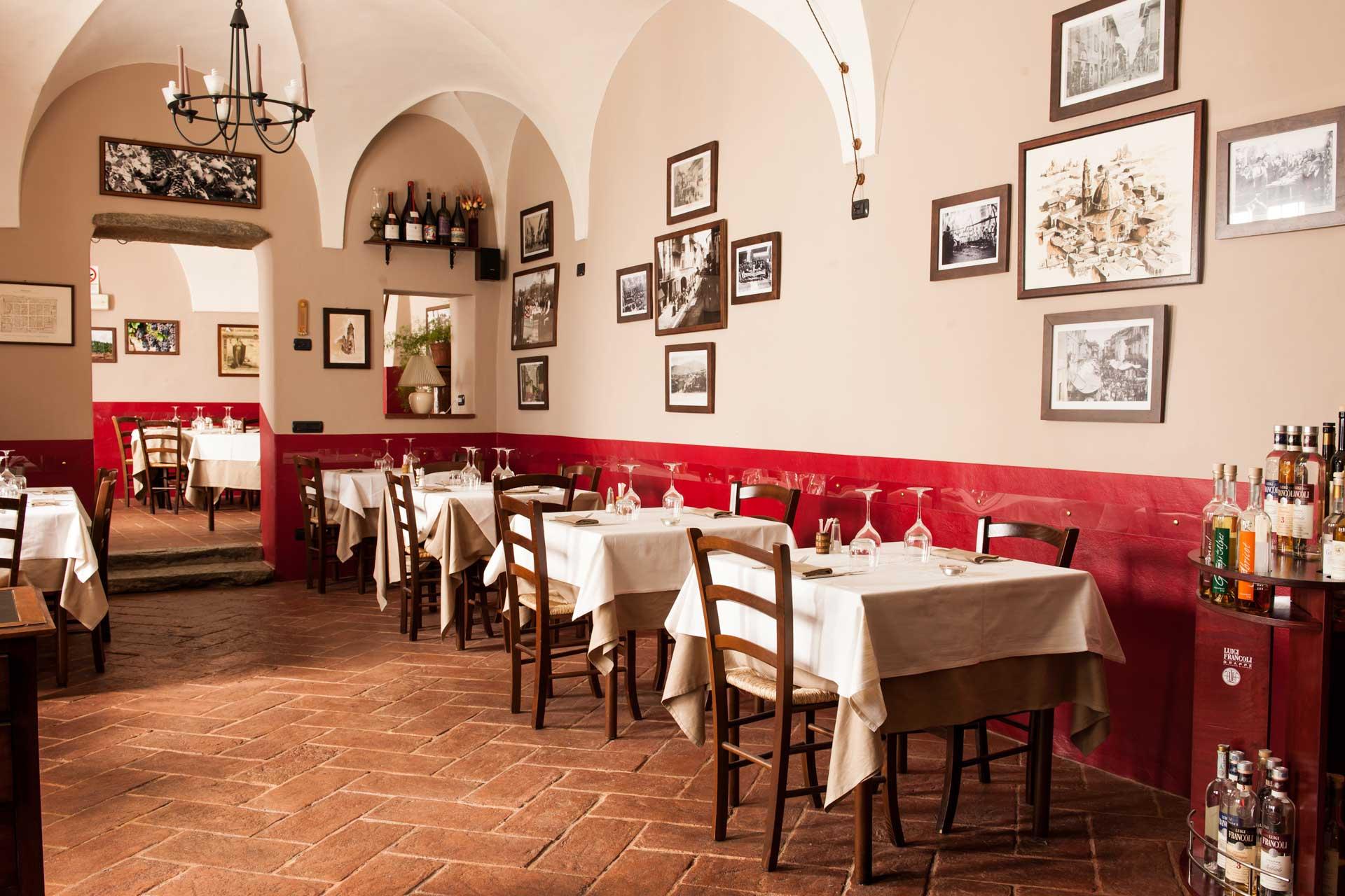 interno della sala dell'osteria ristorante La Brioska